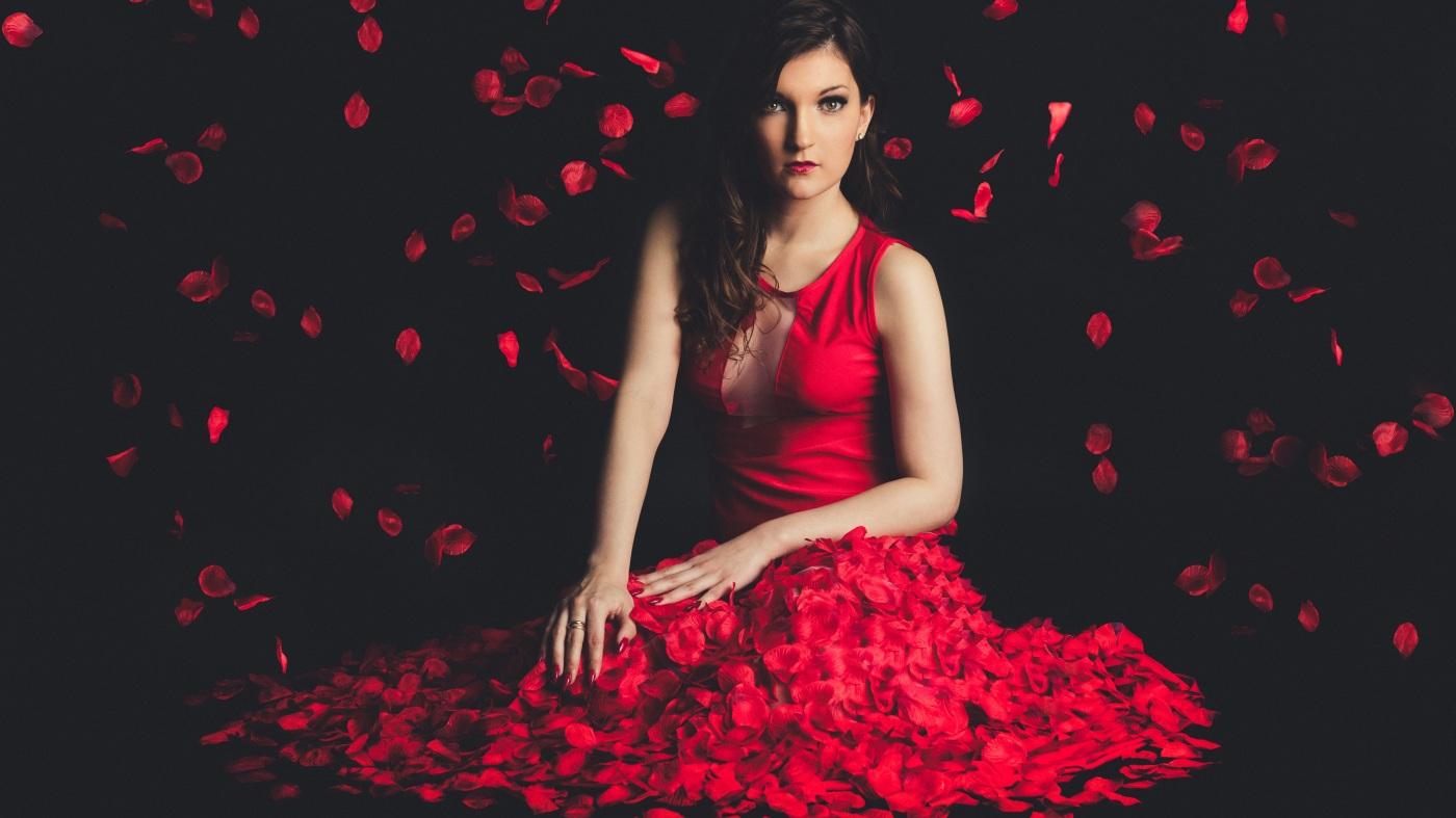 La Chica Del Vestido Rojo Corazón Tinturado